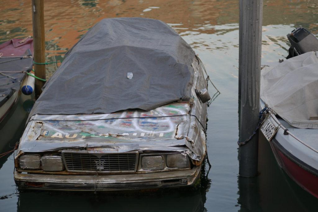Maserati als Boot in Venedig