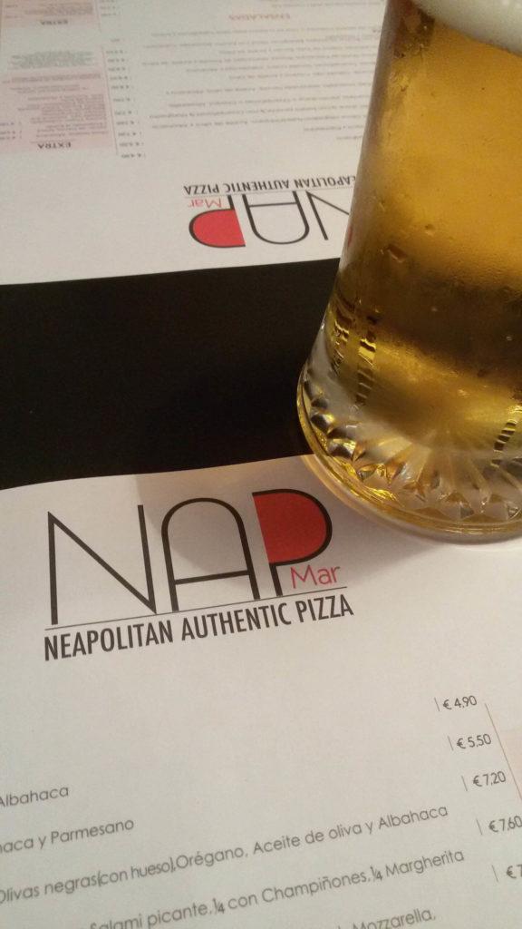 Pizza Nap. Speisekarte und Bier