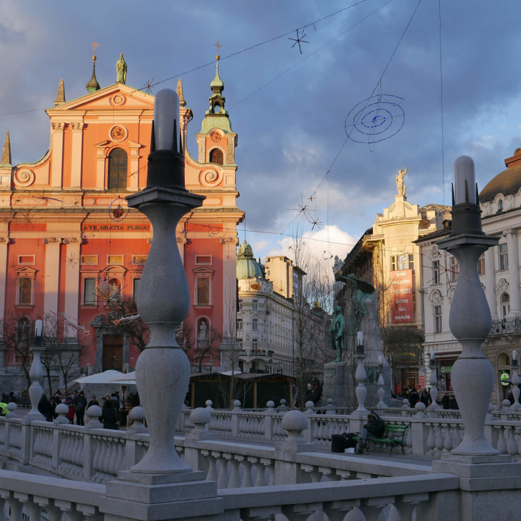 Maria Verkündigung Kirche und die Drei Brücken. Ljubljana