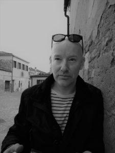 Profilbild Nicolas mit schwarzweiss Filter