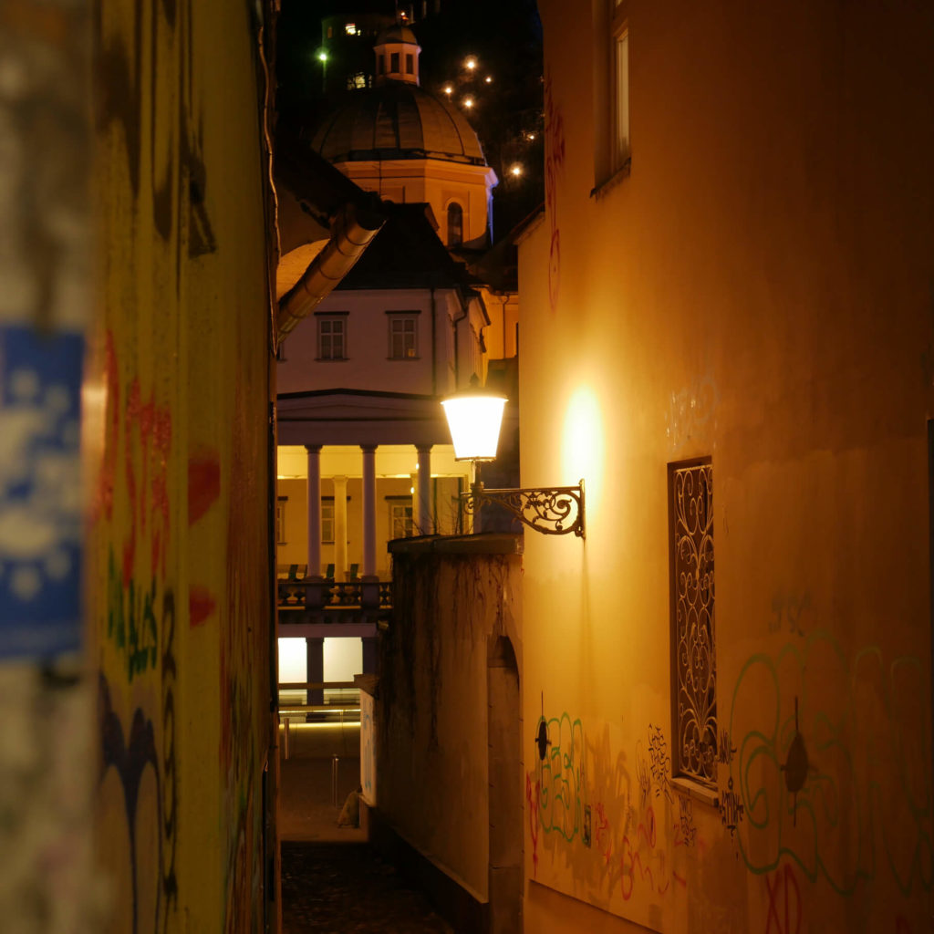 Altstadtgasse Ljubljana bei Nacht